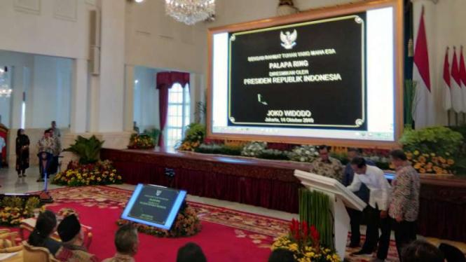 Presiden Jokowi Resmikan Pengoperasian 'Tol Langit' atau Satelit Palapa Ring.