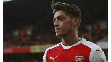 Alasan Unai Emery Jarang Memainkan Mesut Ozil