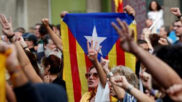 https://thumb.viva.co.id/media/frontend/thumbs3/2019/10/14/5da446f35ae5a-makar-para-pemimpin-catalunya-divonis-penjara-oleh-pengadilan-spanyol_375_211.jpg