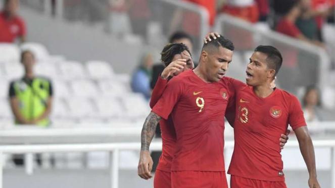 Para pemain Timnas Indonesia merayakan gol Alberto Goncalves (9)