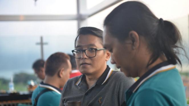 Deputy General Manager Marketing Toyota Astra Andri Widiyanto (kiri)