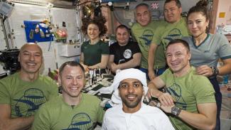 Astronot Uni Emirat Arab, Hazzaa Al Mansouri bersorban