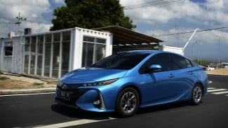 Toyota Prius Prime Plug-In Hybrid di Bali.