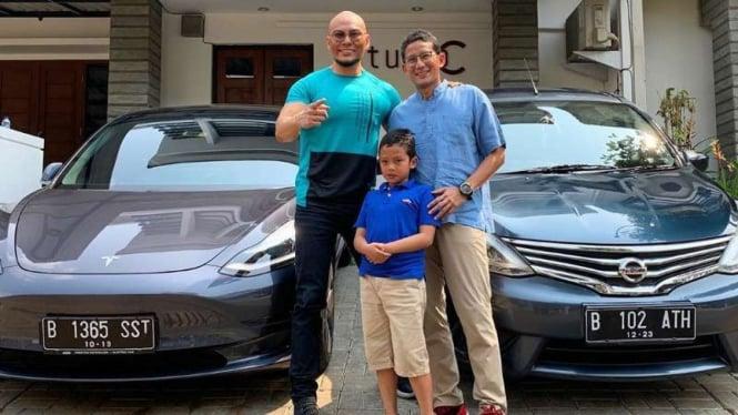 Corbuzier ke Sandiaga: Lebih Kaya Anda, Kenapa Mobil Bagusan Saya?