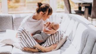 Ilustrasi baby blues/wanita/ibu dan bayi.