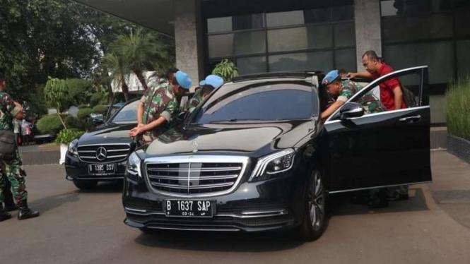 Mercedes-Benz sambangi istana negara untuk pelatihan produk