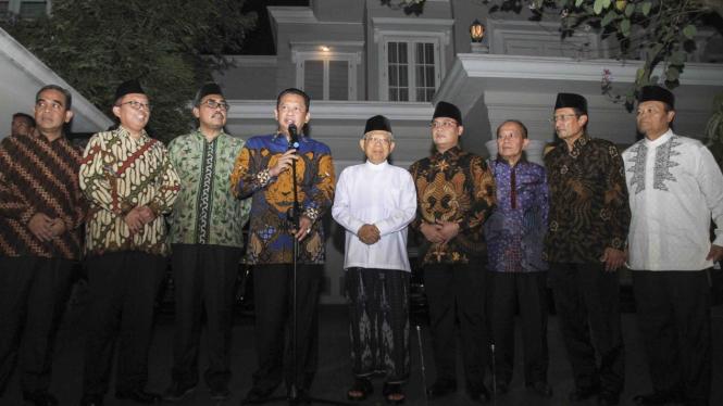 Pimpinan MPR Antar Undangan Pelantikan ke Ma'ruf Amin