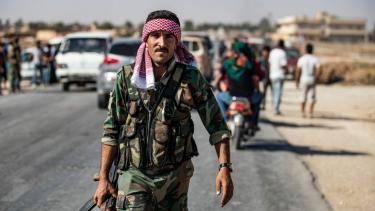 https://thumb.viva.co.id/media/frontend/thumbs3/2019/10/16/5da6432c0c384-penarikan-pasukan-as-atas-perintah-trump-mengubah-perang-suriah-siapa-saja-yang-diuntungkan_375_211.jpg