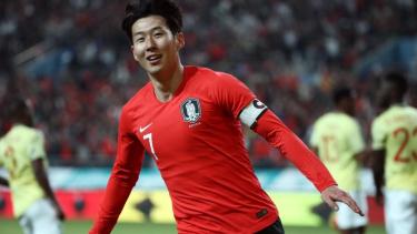 https://thumb.viva.co.id/media/frontend/thumbs3/2019/10/16/5da646ab2a2c3-piala-dunia-2022-apakah-pertandingan-kualifikasi-akan-menyatukan-korea-selatan-dan-korea-utara_375_211.jpg