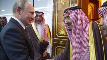 https://thumb.viva.co.id/media/frontend/thumbs3/2019/10/16/5da6e2b387cce-rusia-dan-arab-saudi-makna-karpet-merah-untuk-vladimir-putin-saat-berkunjung-ke-riyadh_375_211.jpg