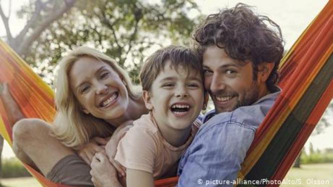 Ilustrasi hidup bahagia. (picture-alliance/PhotoAlto/S. Olsson)