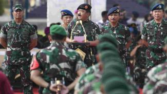 Panglima TNI Hadi Tjahjanto saat apel pasukan di Lapangan Monas