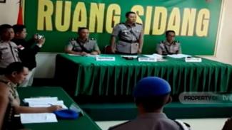 Lima anggota Kepolisian Resor Kendari disidang disiplin atas dugaan pelanggaran membawa senjata api saat mengawal demonstrasi mahasiswa di depan kantor DPRD Sulawesi Tenggara.