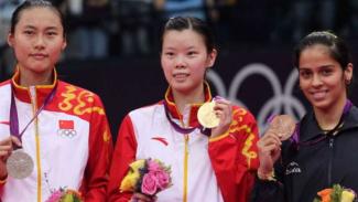 Li Xue Rui (tengah)