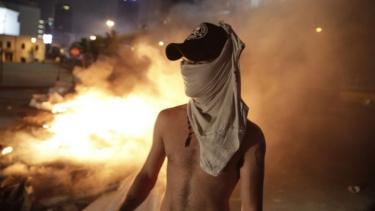 https://thumb.viva.co.id/media/frontend/thumbs3/2019/10/18/5da99ccdb3c5b-penggunaan-whatsapp-dipajaki-rp-30-ribu-warga-lebanon-unjukrasa_375_211.jpg