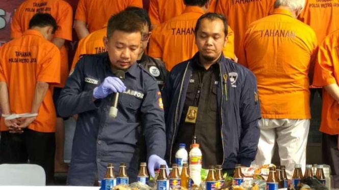 Polisi membongkar rencana peledakan bom dalam aksi unjuk rasa di Jakarta.