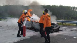 Mobil terbakar di Tol Trans Sumatera