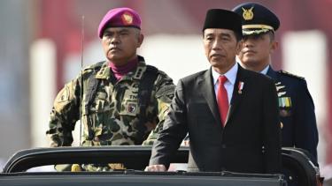 https://thumb.viva.co.id/media/frontend/thumbs3/2019/10/20/5dabcbae03590-pelantikan-jokowi-dan-kekhawatiran-neo-orba-presidennya-baik-masa-mau-disoehartokan_375_211.jpg