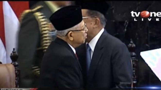 KH Maruf Amin dan Jusuf Kalla dalam acara pelantikan di Senayan