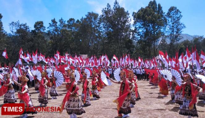 https://thumb.viva.co.id/media/frontend/thumbs3/2019/10/20/5dac7eae696e0-lokasi-terbakar-perayaan-pelantikan-presiden-di-banyuwangi-batal_663_382.jpg