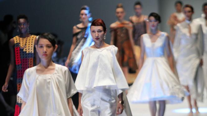Parade Busana di Jakarta Fashion Week 2020