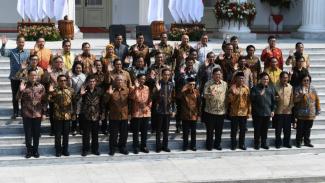 Jokowi-Ma'ruf bersama para menteri Kabinet Indonesia Maju