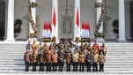 https://thumb.viva.co.id/media/frontend/thumbs3/2019/10/23/5dafbd53c240f-jokowi-dan-menteri-di-kabinet-indonesia-maju_151_85.jpg