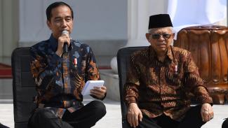 Presiden Jokowi dan Wakil Presiden Ma'ruf Amin di teras Istana Negara Jakarta. (Foto ilustrasi)