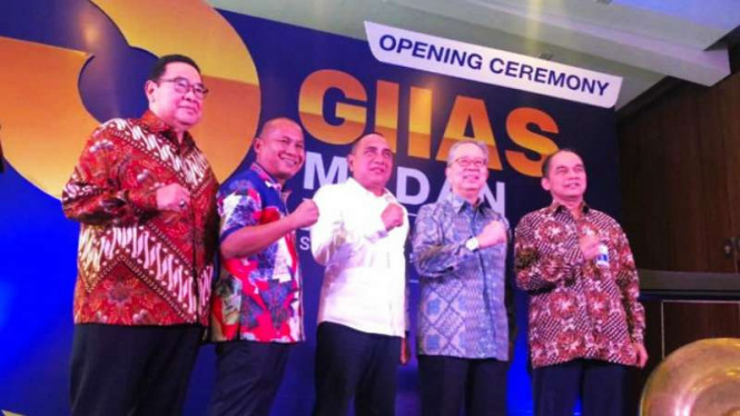 Gubernur Sumatera Utara, Edy Rahmayadi (tengah), membuka Gaikindo Indonesia International Motor Show (GIIAS) 2019 di Medan, 23 Oktober 2019.