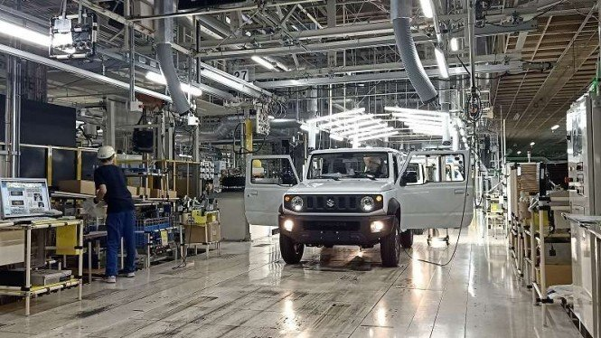 Produksi mobil offroad mungil Suzuki Jimny di pabrik Kosai Plant di Jepang