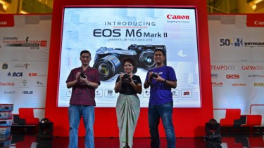 https://thumb.viva.co.id/media/frontend/thumbs3/2019/10/27/5db502b08c2ac-canon-hadirkan-eos-m6-mark-ii-kamera-kelas-menengah-kaya-fitur-canggih_375_211.jpg