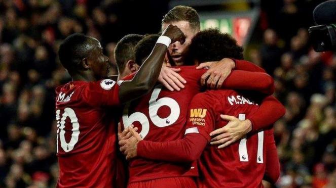 Para pemain Liverpool merayakan kemenangan atas Tottenham Hotspur