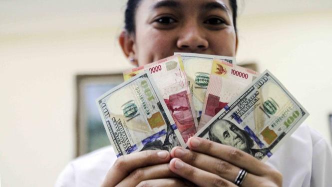 Nilai tukar rupiah terhadap dolar