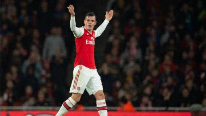 Gelandang Arsenal, Granit Xhaka, usai dihina fans.