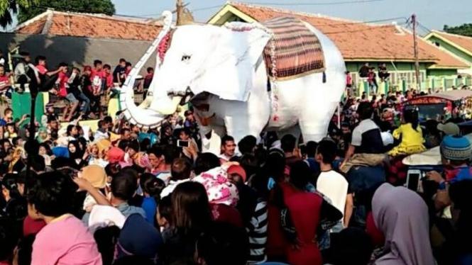foto karnaval tradisi ngunjung buyut