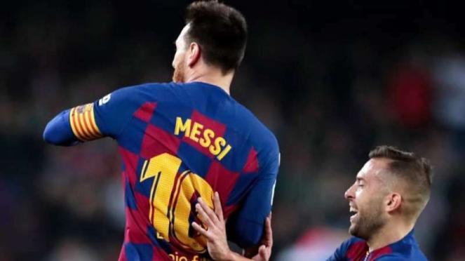 Megabintang Barcelona, Lionel Messi (kiri), melakukan selebrasi
