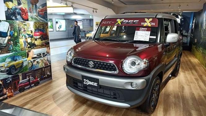 Suzuki pajang mobilnya di stasiun Hamamatsu