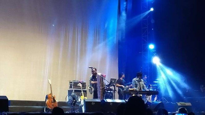 Penampilan Gleen Fredly di rangkaian Tur Sewindu Tulus di Jakarta