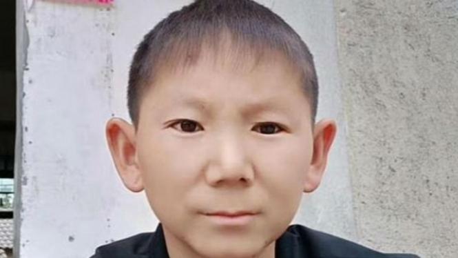 Pria berumur 34 tahun yang terjebak di tubuh anak kecil.