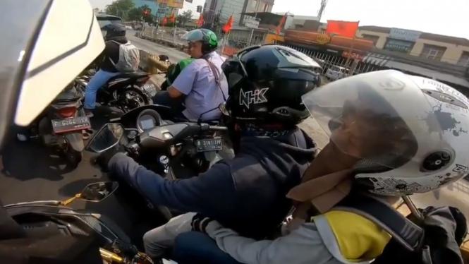 Cekcok pengguna motor