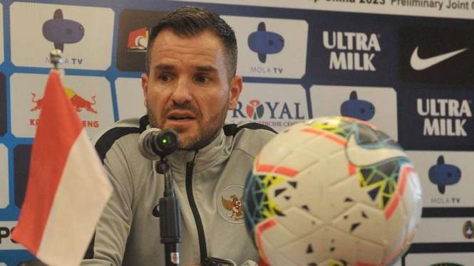 Pelatih Timnas Indonesia Simon McMenemy dipecat PSSI.