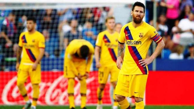 Ekspresi kecewa Lionel Messi saat Barcelona kalah dari Levante