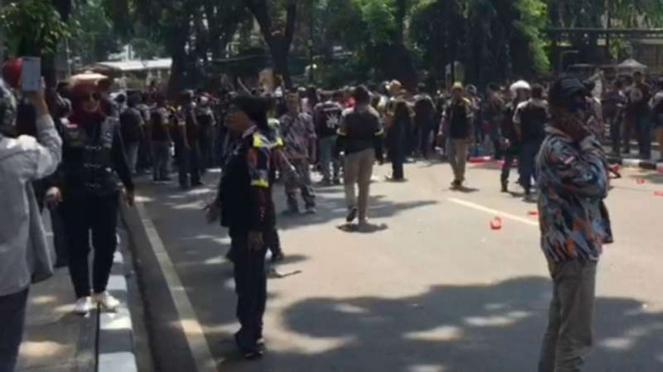 Massa GMBI kepung gedung PTIK