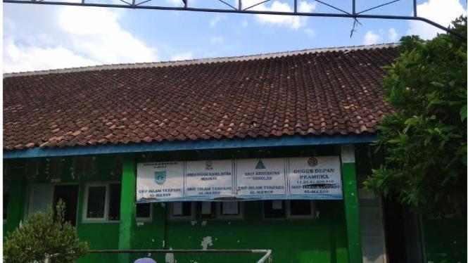 SMP Islam Terpadu Al Ma'ruf beralamat di Jalan Raya Candisari No.2, Kec.Mranggen, Kabupaten Demak