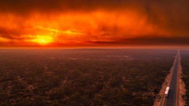 https://thumb.viva.co.id/media/frontend/thumbs3/2019/11/06/5dc260e6558c9-belasan-ribu-ilmuwan-dunia-desak-tindakan-nyata-soal-perubahan-iklim_375_211.jpg