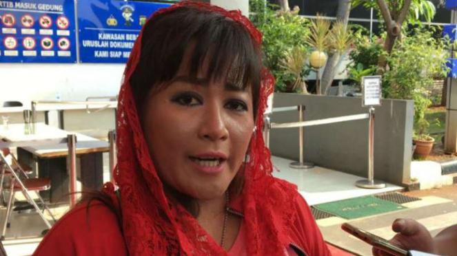Kader PDI Perjuangan (PDIP) Dewi Tanjung laporkan Novel Baswedan ke Polda Metro Jaya.