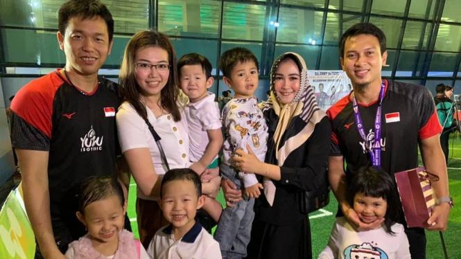 Mohammad Ahsan/Hendra Setiawan bersama keluarga.