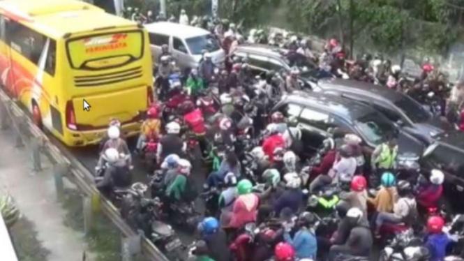 Kemacetan di jalur Puncak, Bogor