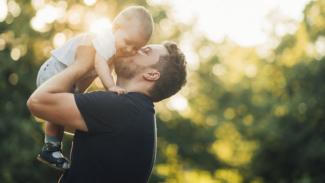 Ilustrasi ayah dan anak.