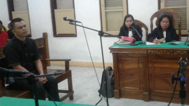 Terdakwa kasus narkoba dengan barang bukti sabu-sabu seberat 27 kilogram divonis hukuman mati oleh majelis hakim di Pengadilan Negeri Medan, Sumatera Utrara, Selasa petang, 12 November 2019.